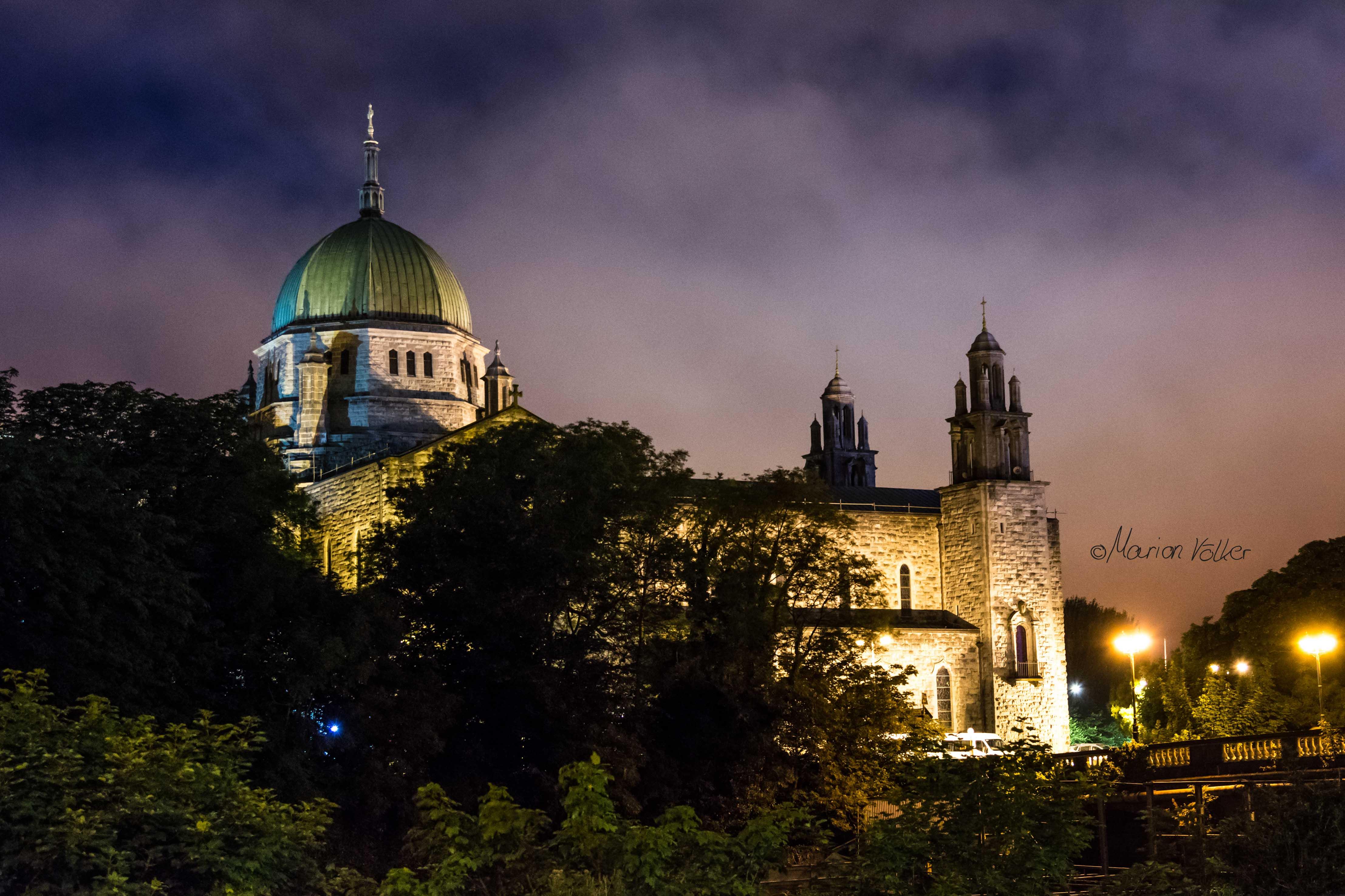 Bei Nacht sieht die Galway Cathedral besonders beeindruckend aus