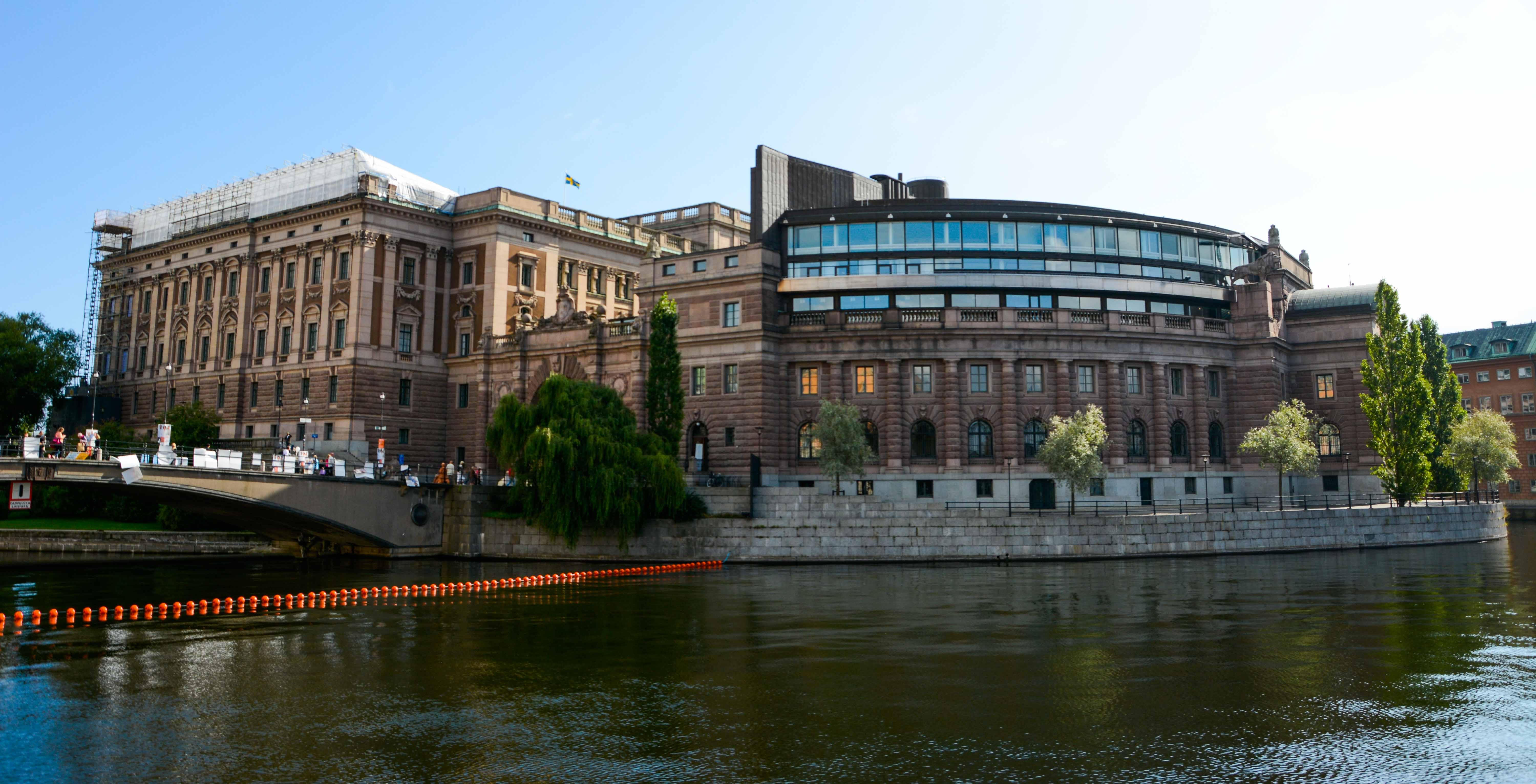 Das Reichstagsgebäude auf der Insel Helgeandsholmen in Stockholm