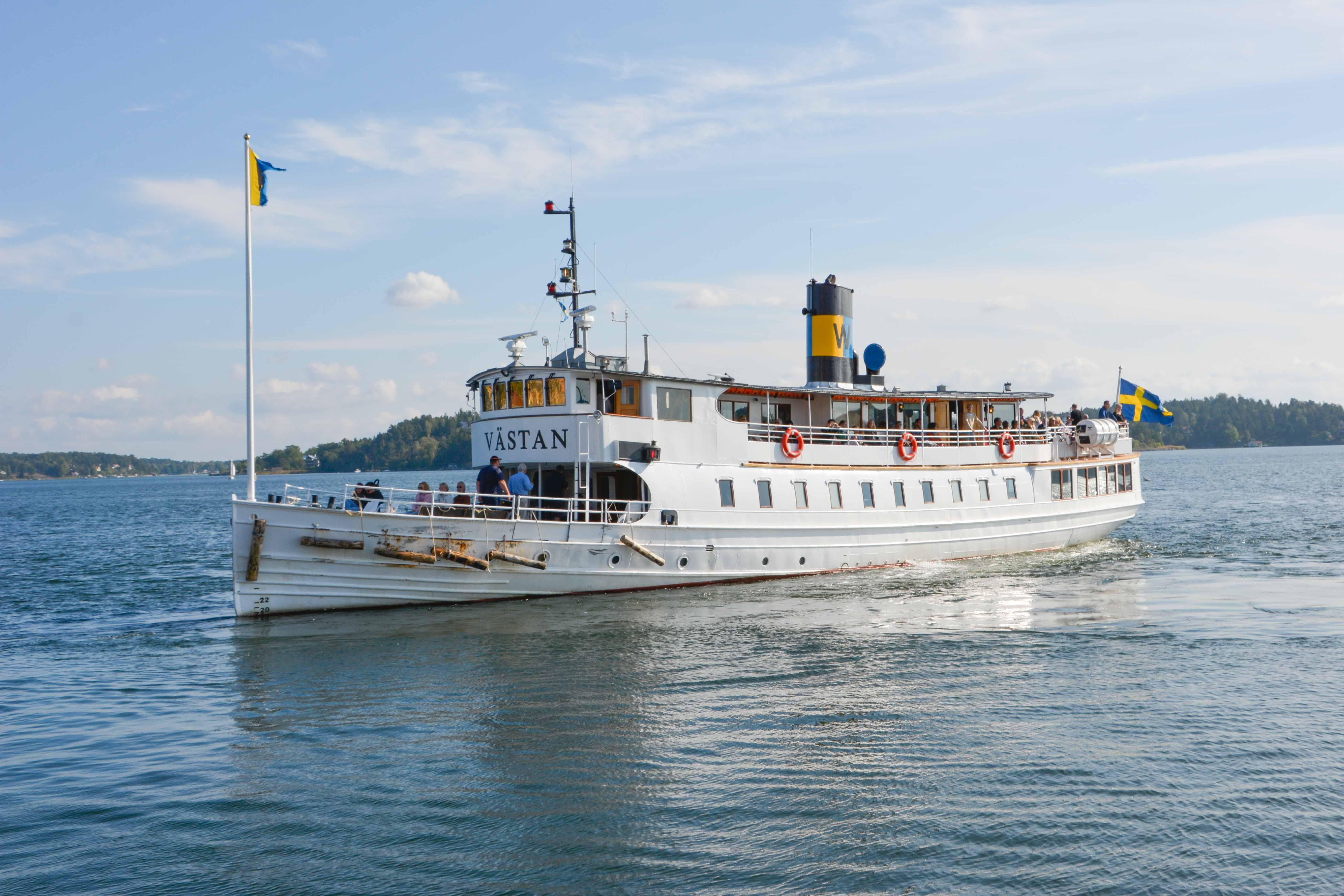 Linienboot für den öffentlichen Nahverkehr zwischen den Inseln von Stockholm