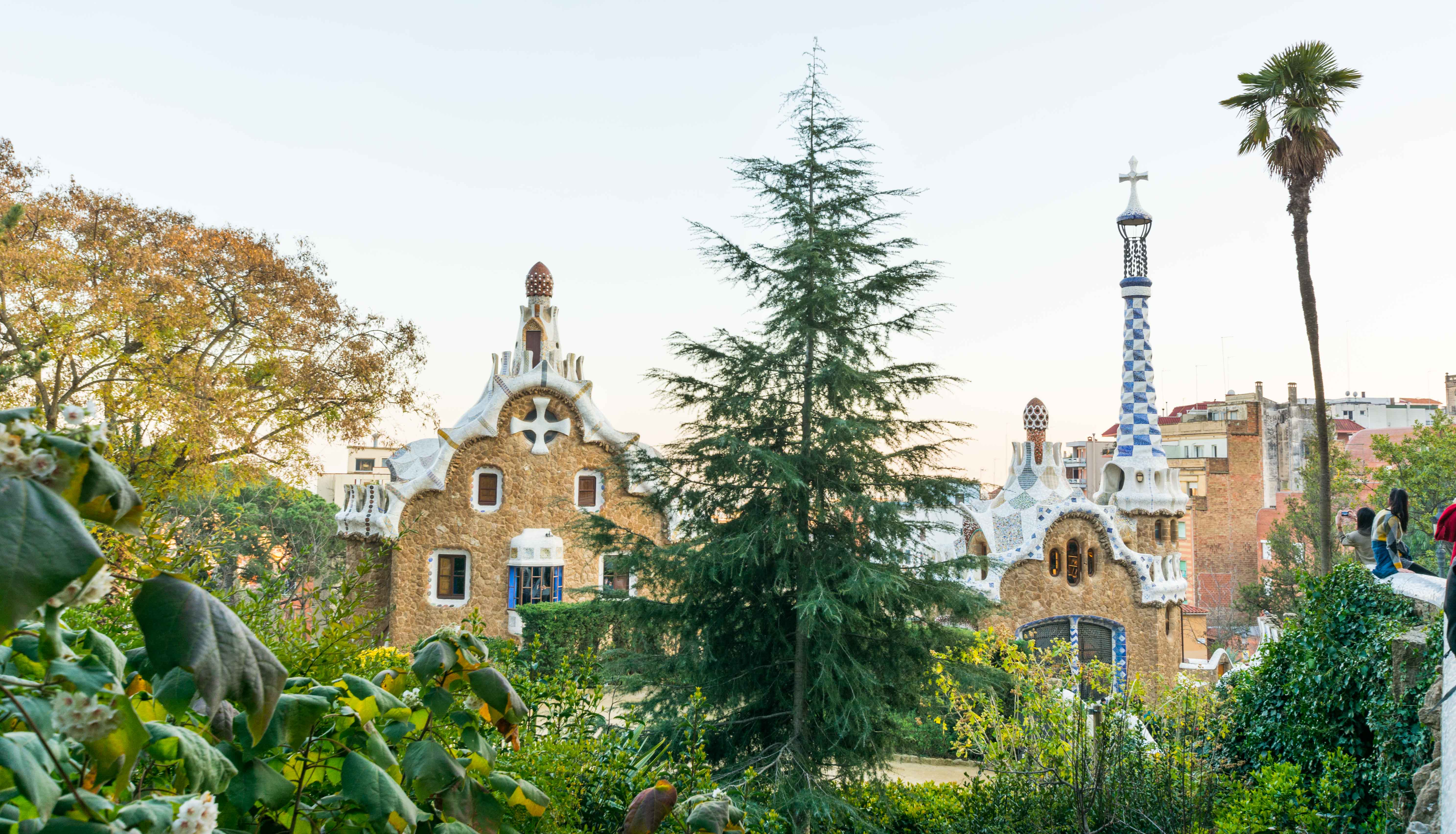 Im Parc Güell in Barcelona stehen mehrere Bauwerke Gaudís