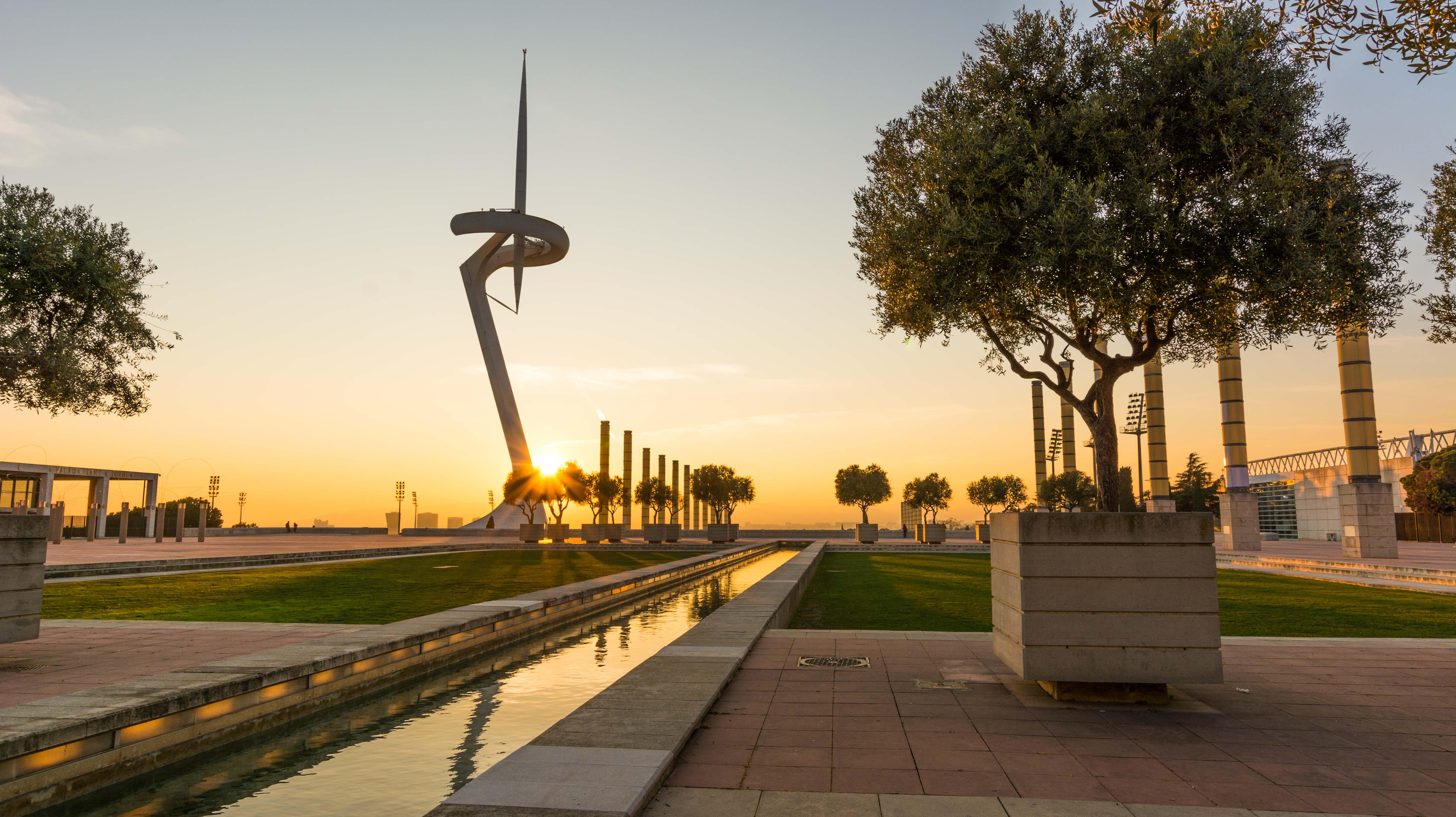 Der Torre Caltrava wurde zu den olympischen Spielen in Barcelona gebaut - besonders schöne Fotos kann man hier beim Sonnenuntergang machen