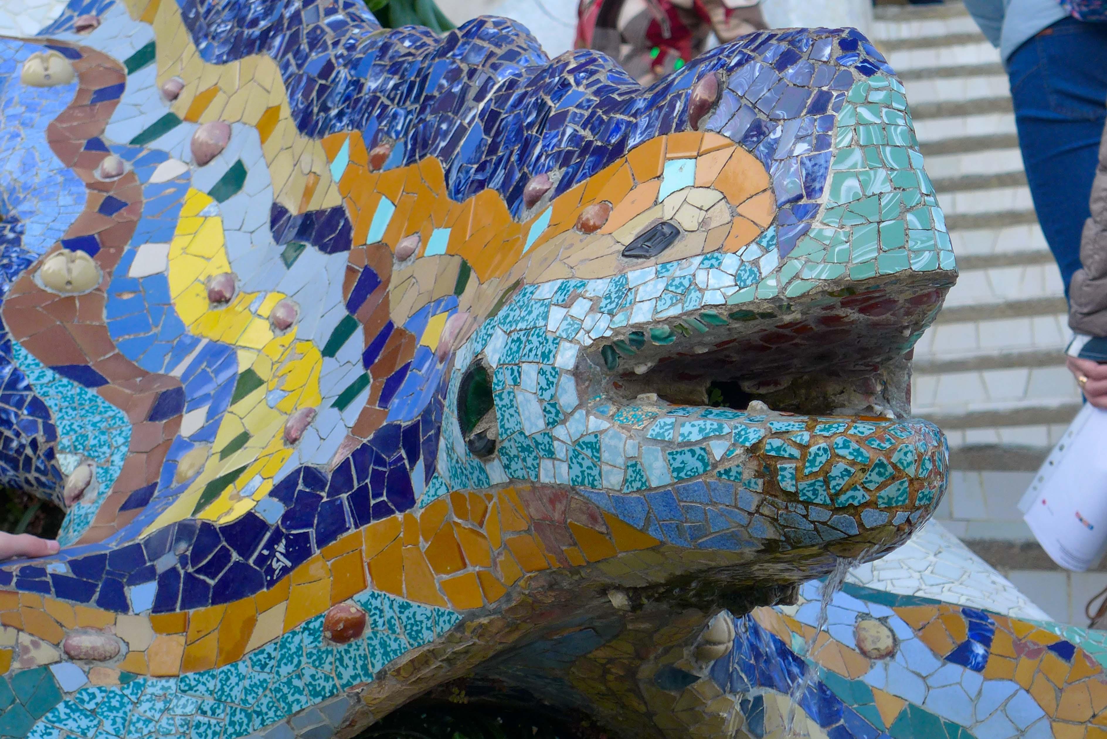 Am Drachen im  Parc Güell kann man die Mosaik Technik Gaudís aus der Nähe bewundern