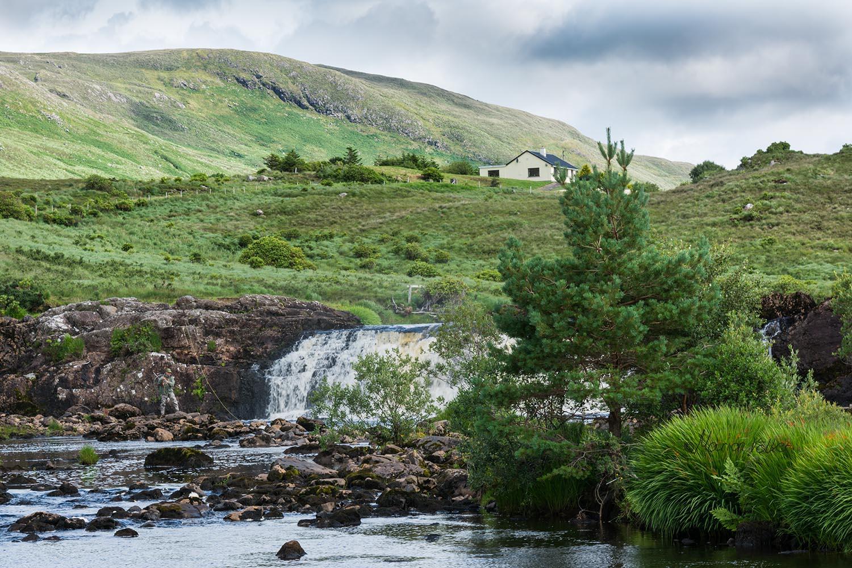 Groß sind die Aasleagh Falls zwar nicht, aber sie sind schon alleine wegen der Landschaft ein Besuch wert