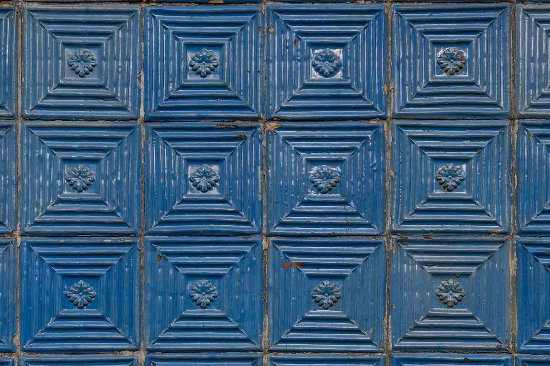 Viele Häuser in Porto haben geflieste Fassaden