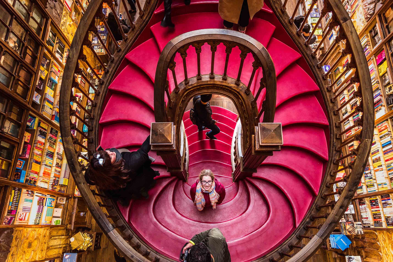 Die Livraria Lello in Porto soll eine der schönsten Buchhandlungen der Welt sein